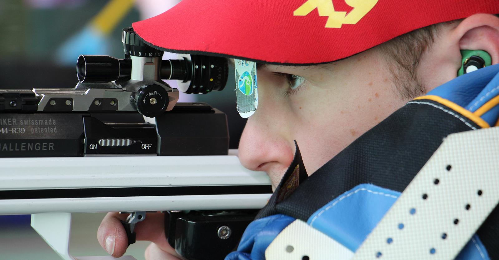 Thomas Mathis mit dem KK-Gewehr © ÖSB-Archiv