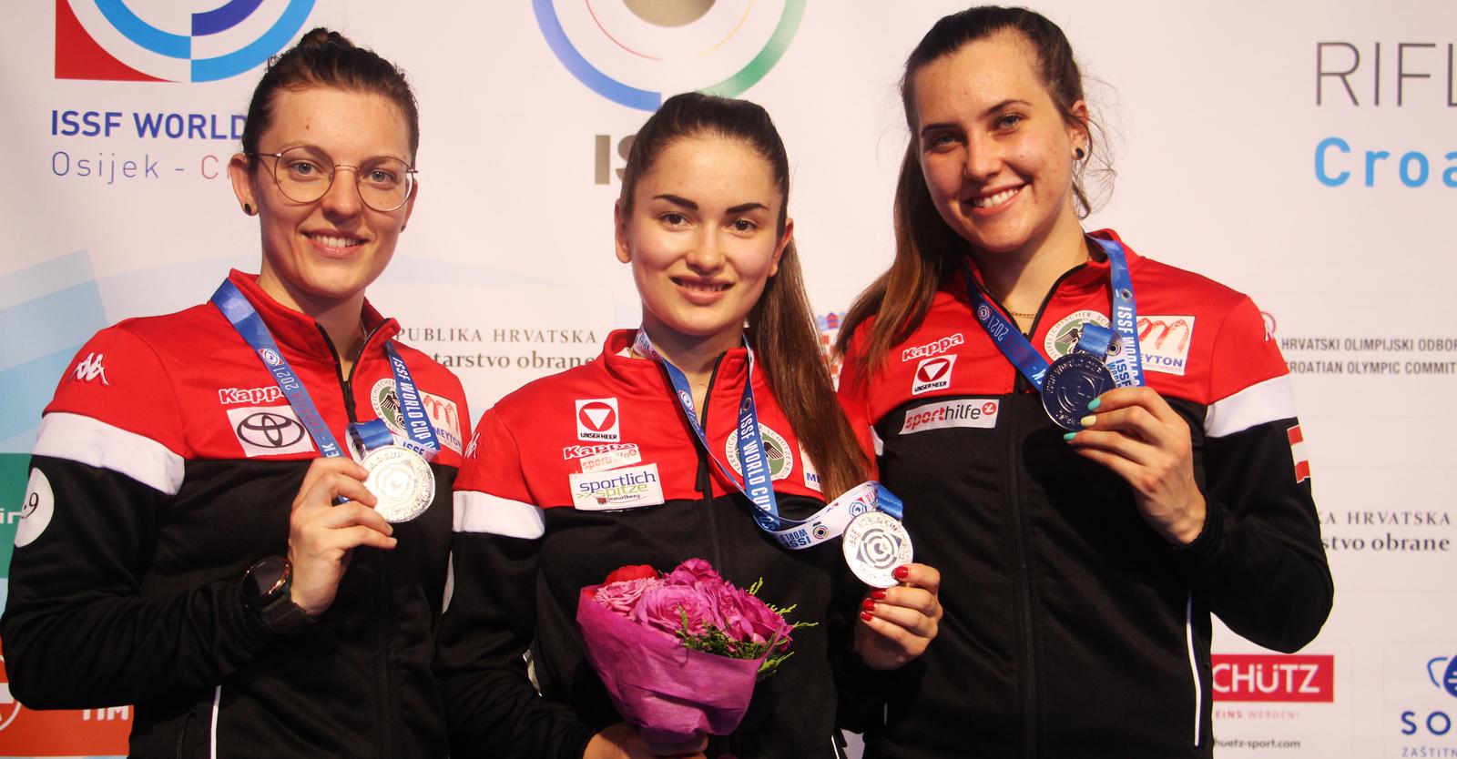 Österreichs Frauenmannschaft Hofmann, Köck und Waibel schoss sich im KK-Dreistellungsmatch-Teambewerb sensationell auf den zweiten Platz © Margit Melmer, ÖSB
