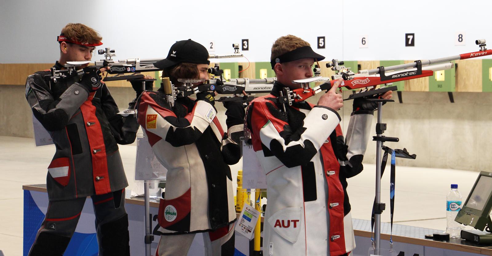 Endlich ist es soweit: Einwaller, Waibel und Weiler bei ihrem ersten Start in Lima als Mannschaft mit dem Luftgewehr © Margit Melmer, ÖSB